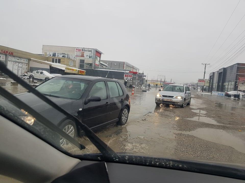 137522852 150826366626809 2027737121341451846 n - Vërshohet rruga në magjistralen Ferizaj-Prishtinë (FOTO)